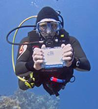 peli-1020-micro-case-diving.jpg